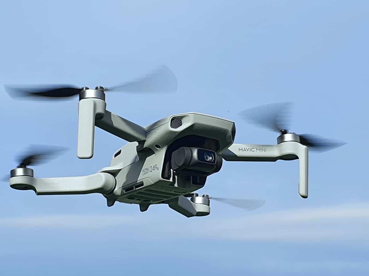 DJI Mavic Mini Drohne am Himmel